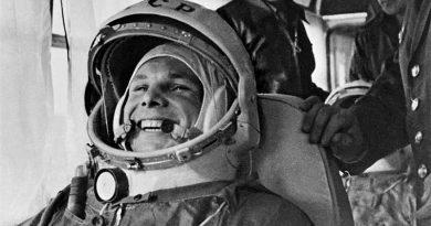 Бюст Гагарина установили в «космическом» агрогородке Беларуси