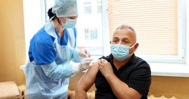 В очередь за прививкой. На Мозырщине первый компонент вакцины от COVID-19 получили более 3000 человек