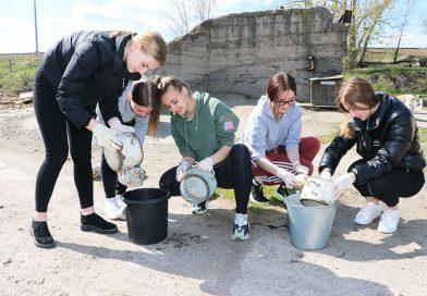 Протяни руку лапам. Волонтерский отряд мозырского лицея посетил пункт временного содержания безнадзорных животных
