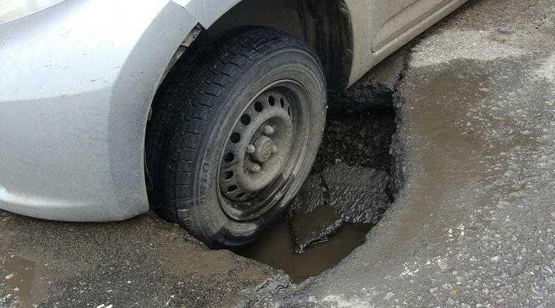 Советы адвоката: получаем компенсацию за повреждение автомобиля из-за некачественного дорожного покрытия
