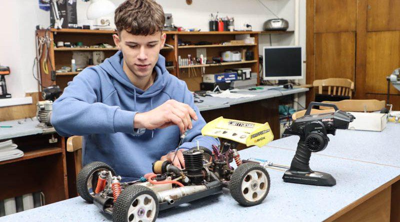 Гоночный автомобиль своими руками. У мозырских школьников впечатляющие успехи в спортивном моделировании